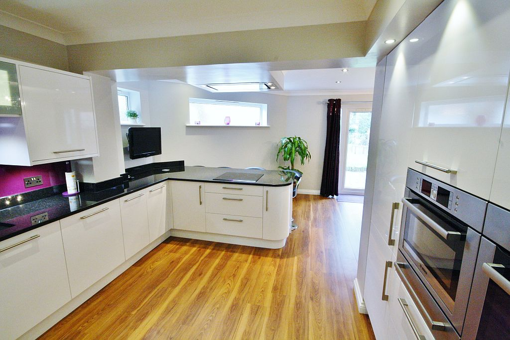 Pine crescent hutton kitchencraft for Kitchen design upminster